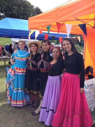Grupo de danza Son de América. De izquierda a derecha: Eva Madera, Lore Preciado, Karla Robles, Guillermina Lopez y Lizz Cedillo. Foto cortesía.
