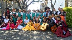 "Grupo de danza folclórica ""Son de América"" de Sheffield, Inglaterra . Foto de Aldo Berrios."