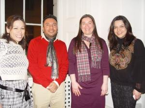 De izquierda a derecha: Hortensia Celis, José Santos, Stephanie Marie Black León, Giovanna Hernández, en la Residencia Oficial de México en Londres, Inglaterra. Fotografía de Eduardo Estala Rojas.