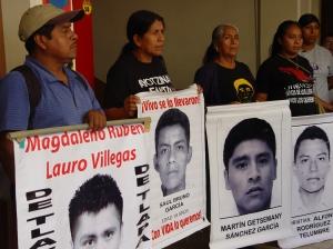 Padres de los 43 estudiantes de la Escuela Normal Rural de Ayotzinapa en la ciudad de Iguala, Guerrero, México. Foto: Eduardo Estala Rojas.